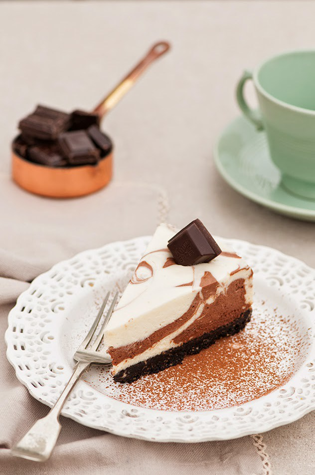 Cheesecake de chocolate blanco y negro sin hornear for Hornear a blanco