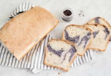 Pan de molde blanco marmoleado con maqui
